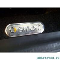 Шильдик металлический / Логотип цветной Smart на коврик Smart 450 / 452 ForTwo / Roadster